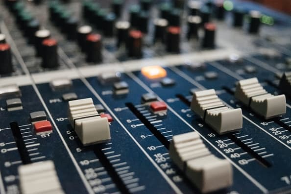 Do Audio Interfaces Affect Sound Quality?   Tone Topics - Dedicated guitar site with everything guitar gear, how-to guides, tutorials, reviews for all guitar players.
